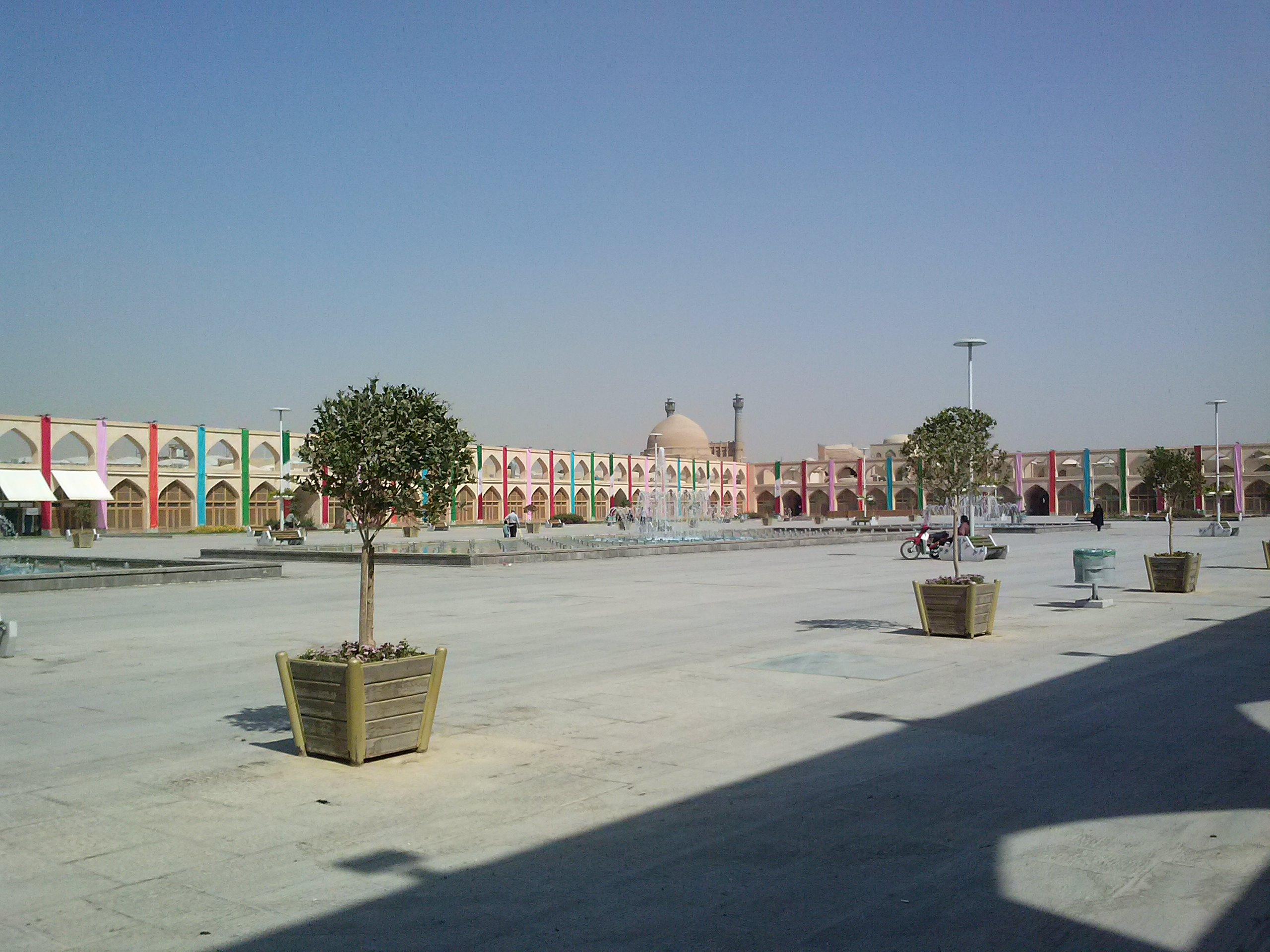 """Der neue """"Alte Platz"""" mit Blick auf die Moschee"""