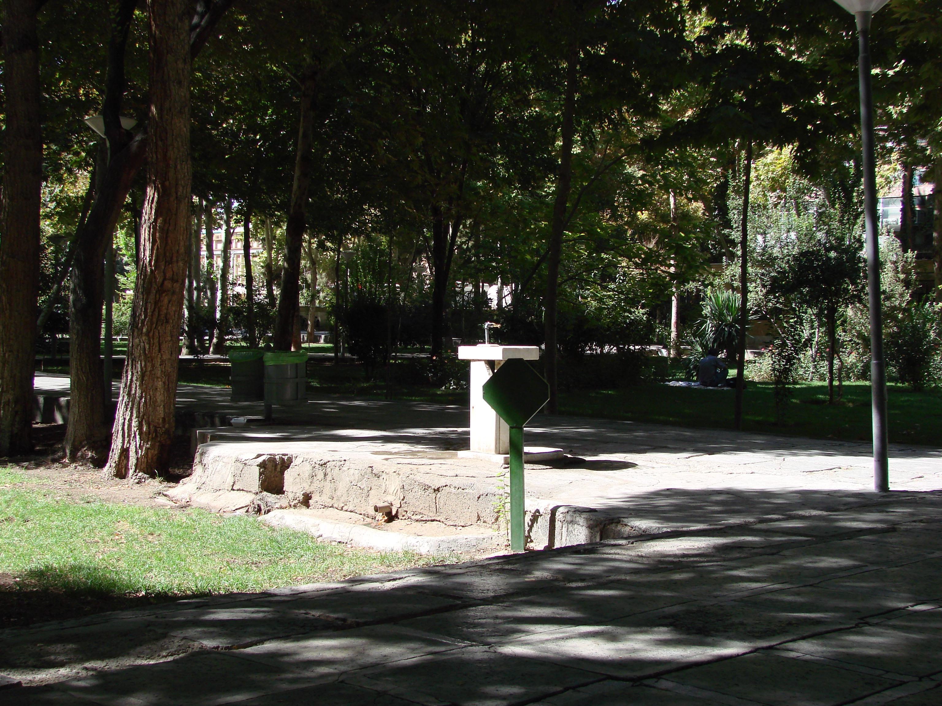 Öffentlicher Trinkwasserspender im Hascht-Behescht-Park